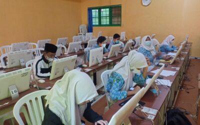 Terkendala Pulsa, Beberapa Siswa Ujian Online Di Sekolah